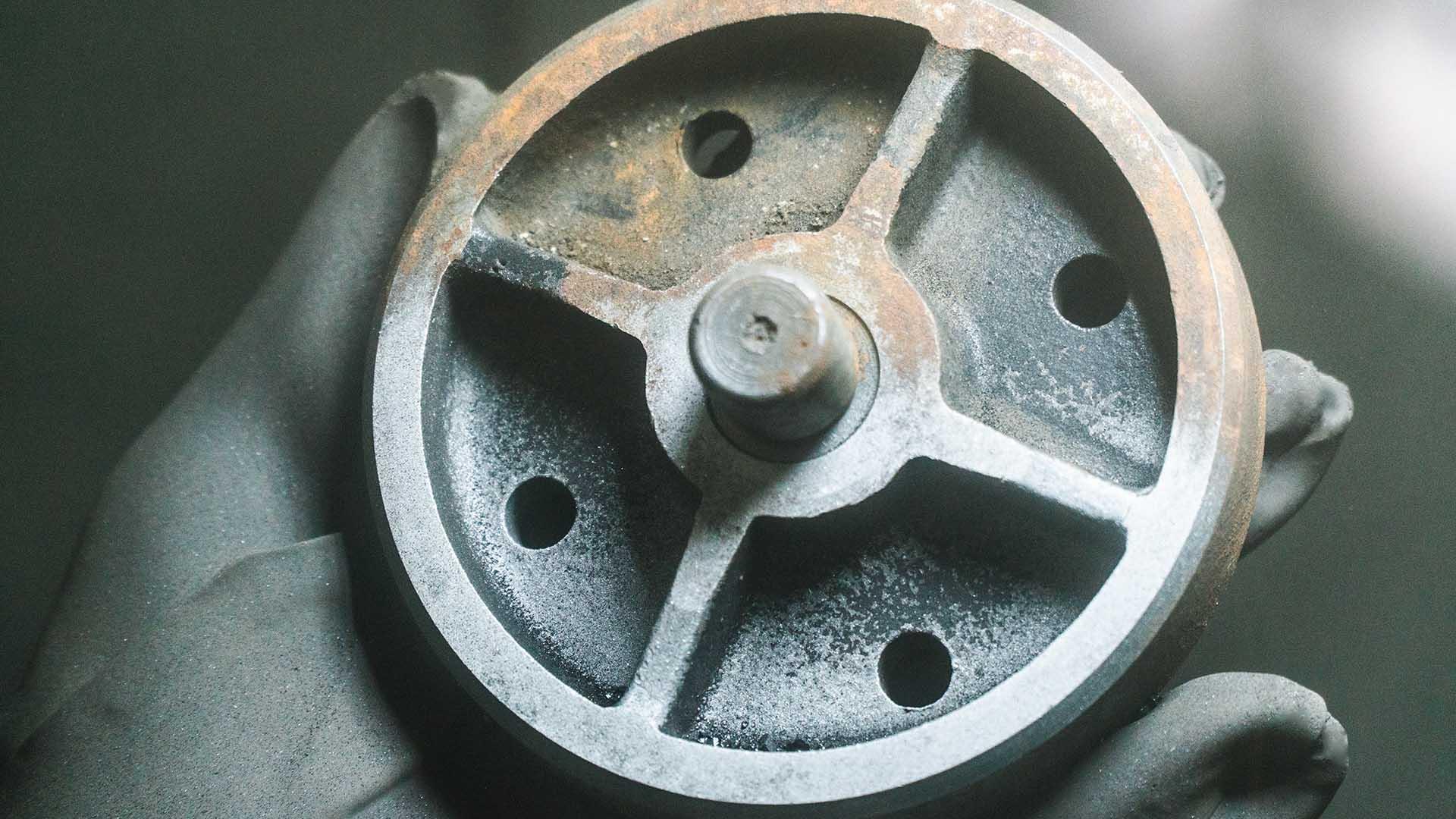 Очистка металла - процедура удаление загрязнений с металлической поверхности до определенного уровня ее чистоты.