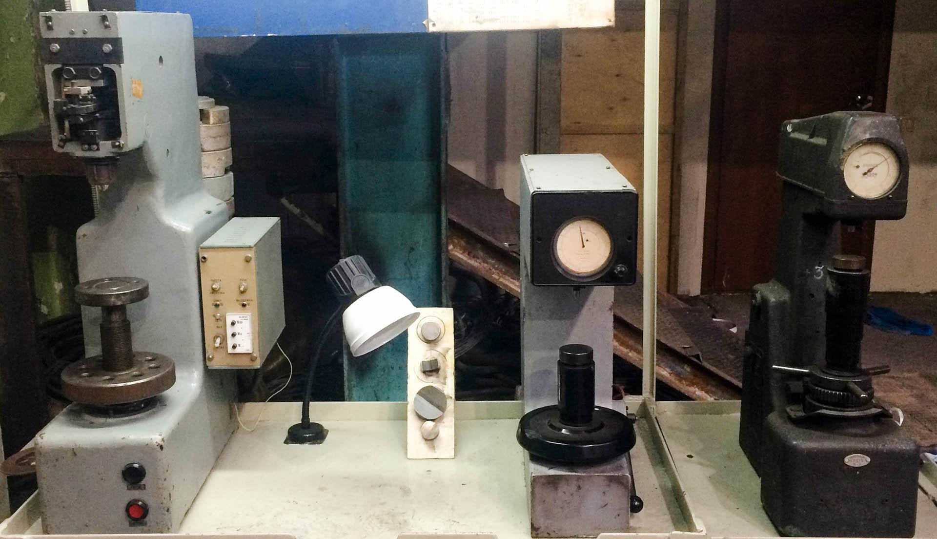 Твердомер - это прибор для измерения твердости металлов и других однородных материалов.